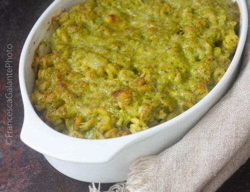 Pasta riccia con pesto patate e emmenthal