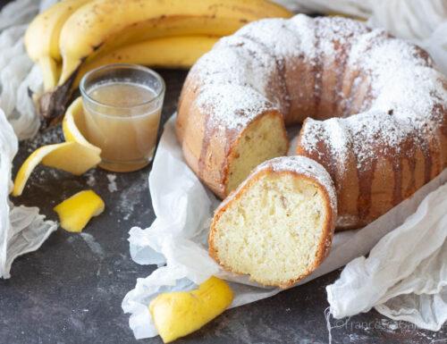Ciambella banana e mela alta e morbida