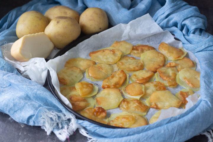 Patate e scamorza affumicata al forno