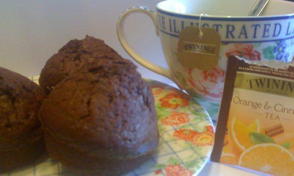 Muffin al cioccolato aromatizzati all'arancia