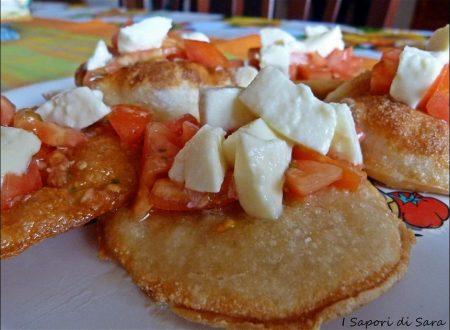Pizze fritte estive – con ricetta di Antonino Esposito.