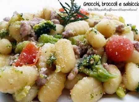 Gnocchi, broccoli e salsiccia.