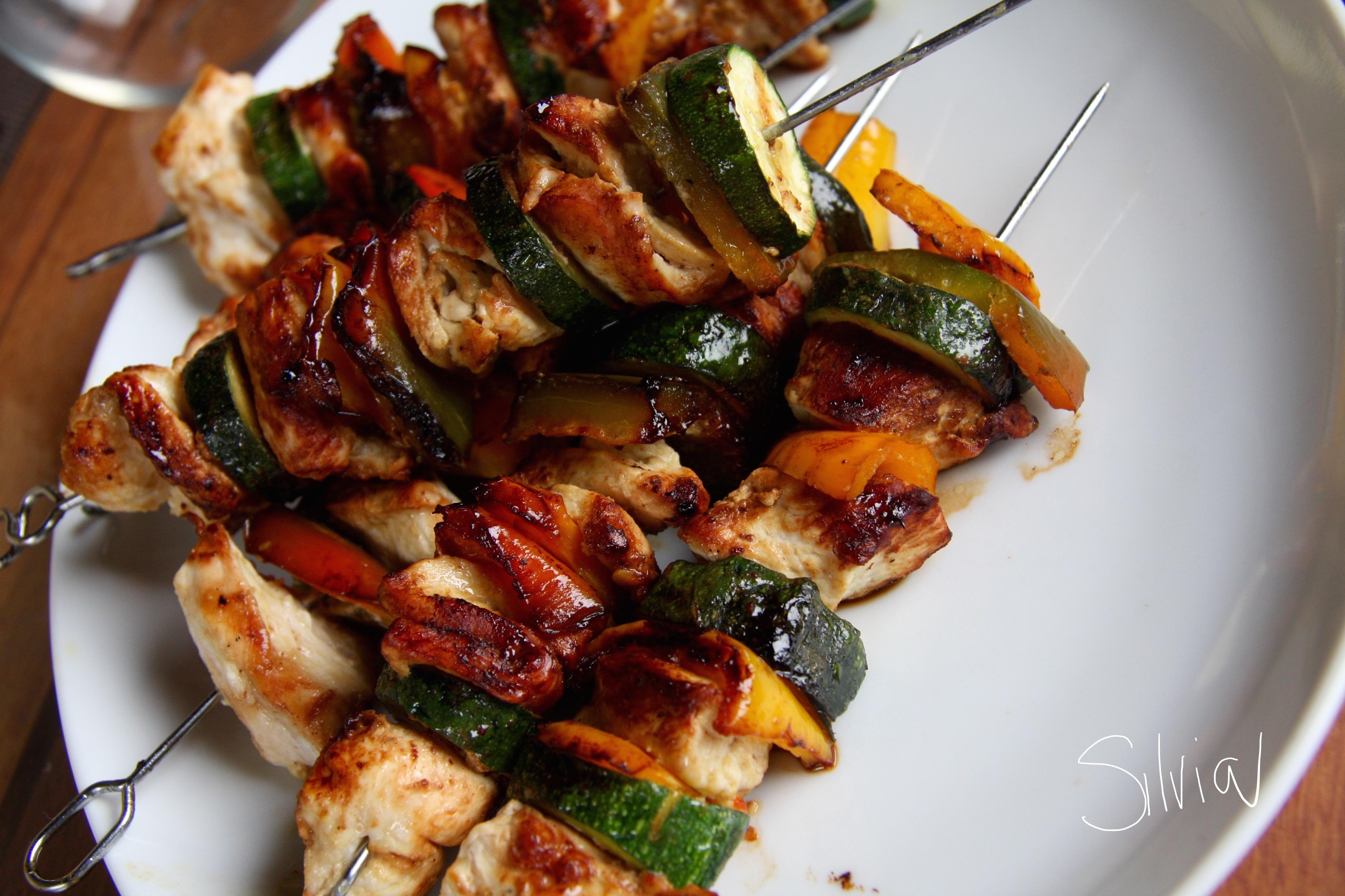 Spiedini di pollo e verdure alla senape
