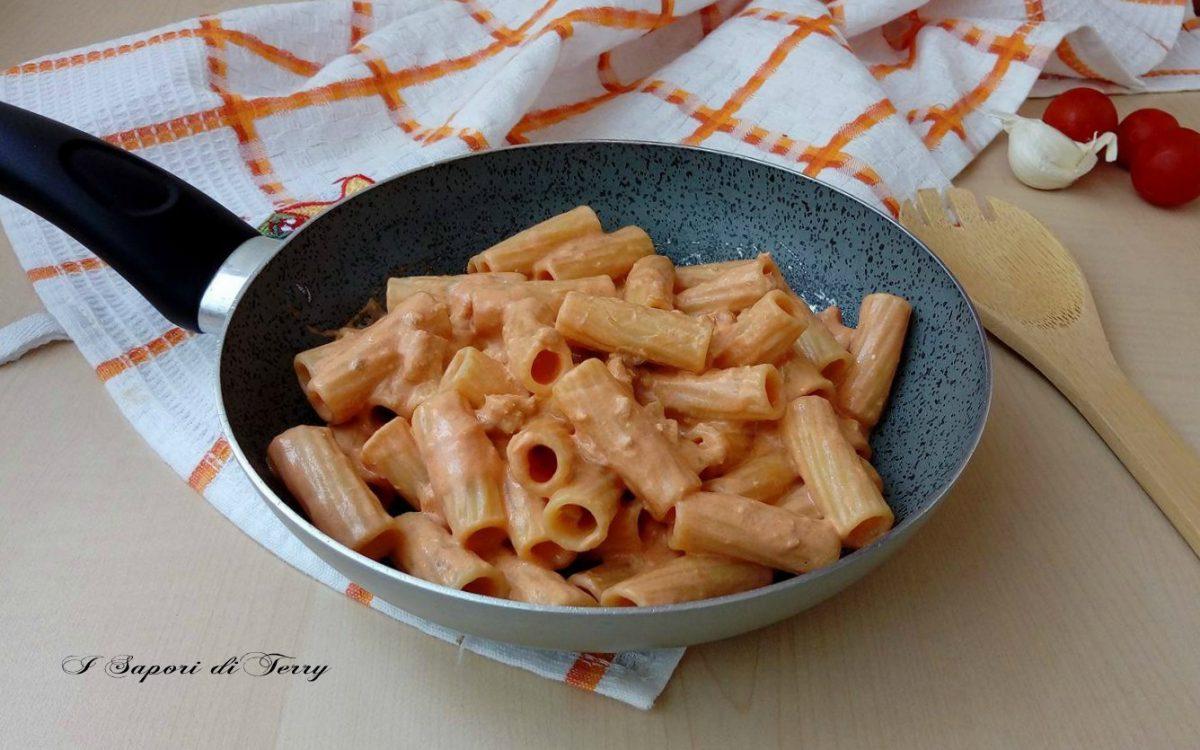 Pasta con tonno pomodori e philadelphia