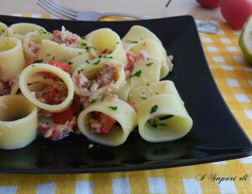 Pasta fredda con tonno pomodori e limoni