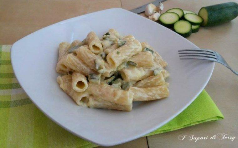 Pasta risottata con zucchine e formaggio cremoso