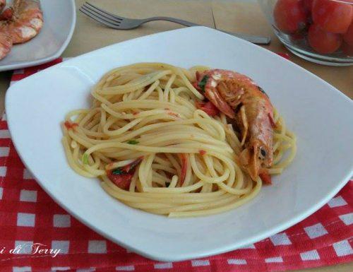 Spaghetti con gamberoni al vino e rucola