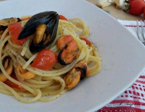 Spaghetti con le cozze e peperoni