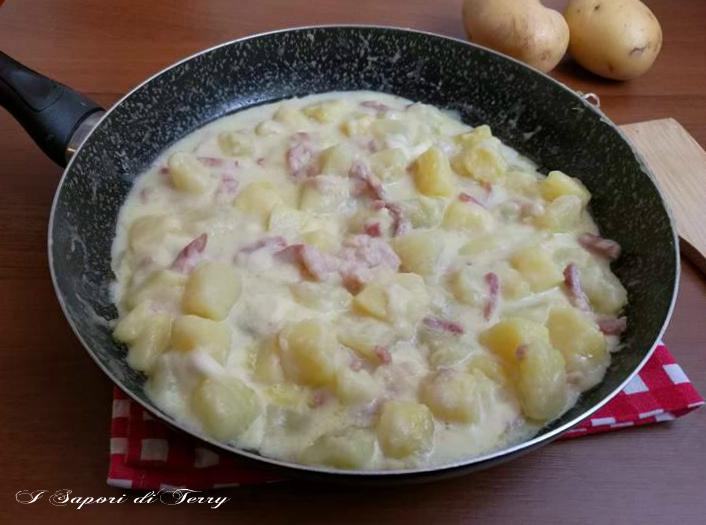 Patate al latte sfiziose cotte in padella