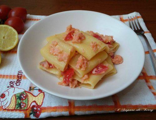Pasta fredda con salmone limone e pomodori