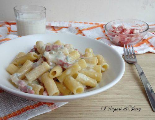 Pasta con gorgonzola e pancetta