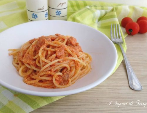 Spaghetti con pomodoro ricotta e tonno
