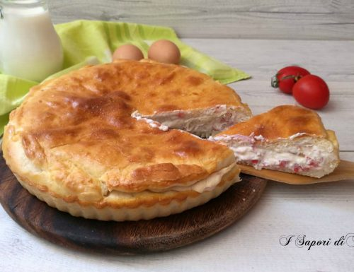 Pizza rustica con formaggio prosciutto cotto e pomodori