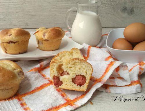 Muffin salati con wurstel e scamorza
