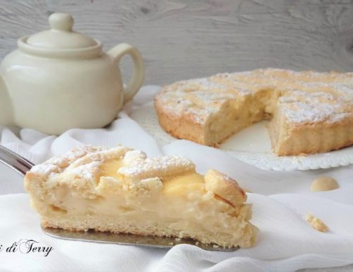 Crostata con crema pasticcera e mandorle