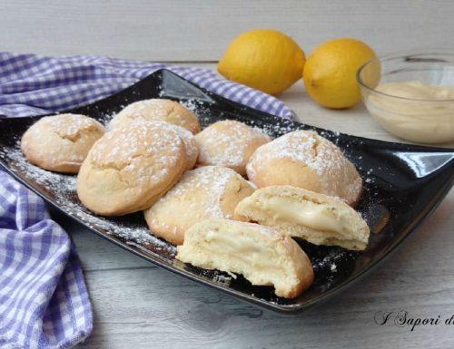 Biscotti ripieni di crema pasticcera