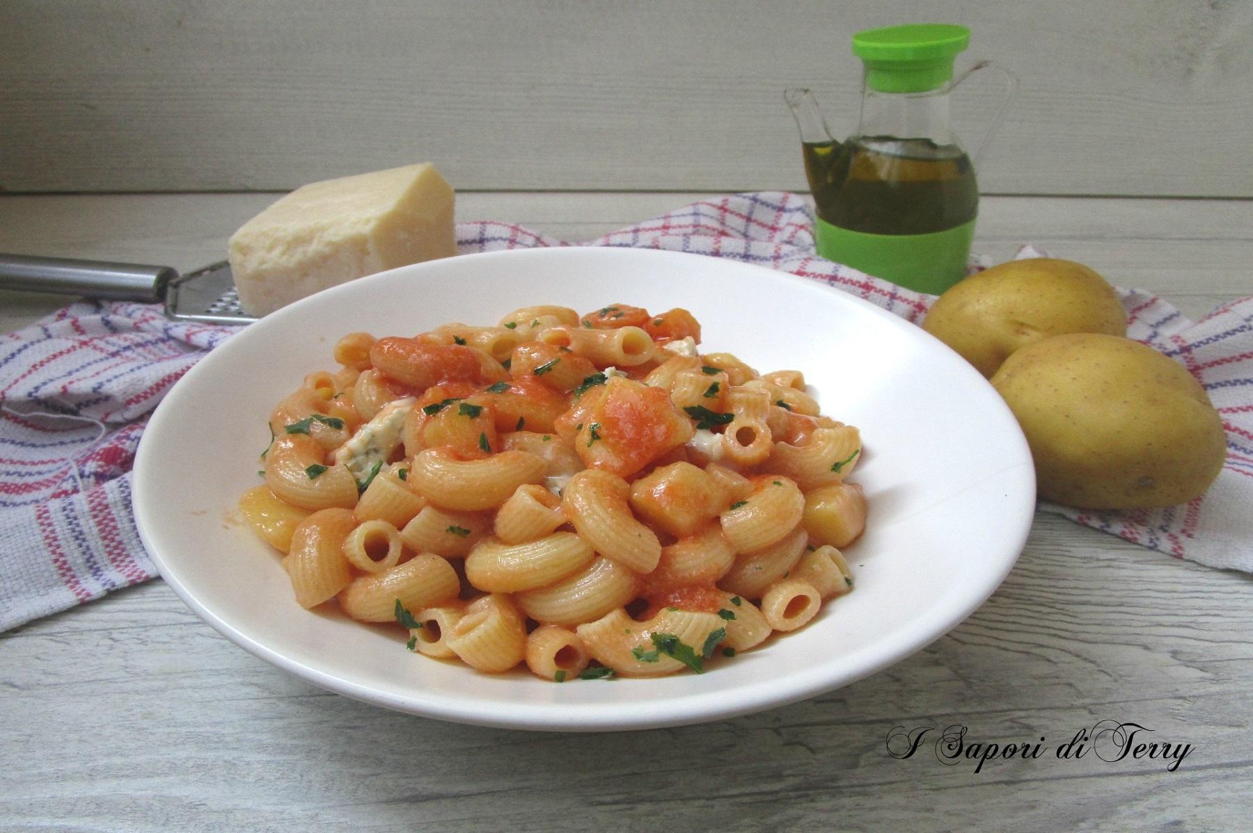 Pasta con gorgonzola e patate