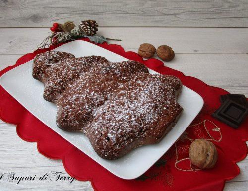 Torta albero di Natale con cioccolato e noci