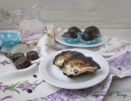 Dolcetti di pandoro al rum con ricotta e cioccolato