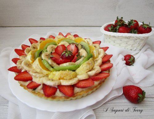 Crostata con frutta e crema pasticcera