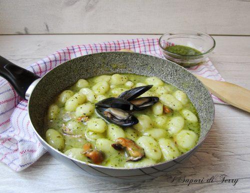 Gnocchi di patate con pesto e cozze