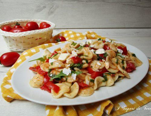 Orecchiette con pomodori rucola e mozzarella