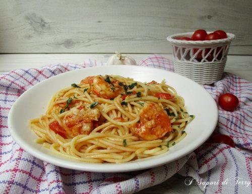 Spaghetti con gamberi e pomodori