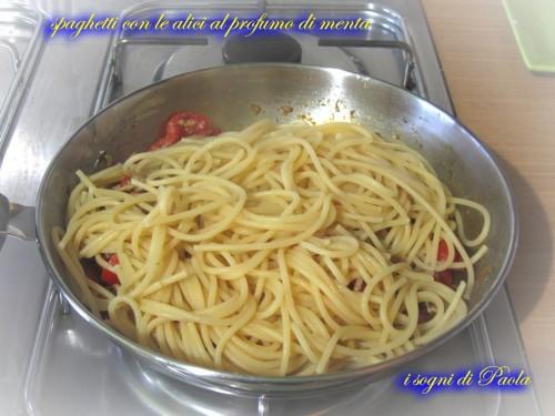 spaghetti con le alici al profumo di menta 07