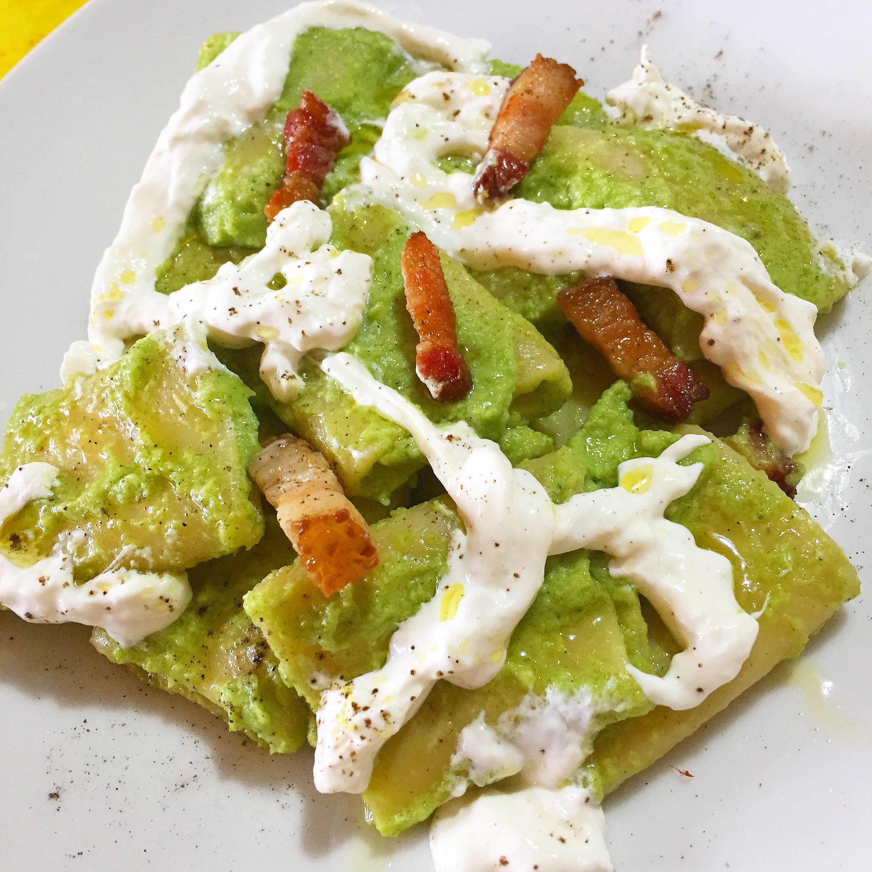Paccheri di Gragnano con crema di broccoli, guanciale e stracciatella di bufala