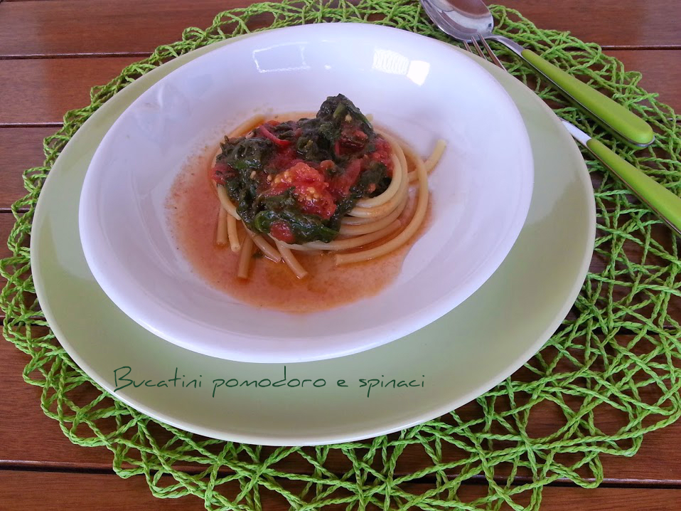 Bucatini pomodoro e spinaci