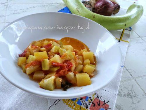 Zucchina peperoni e patate (cucuzza longa)
