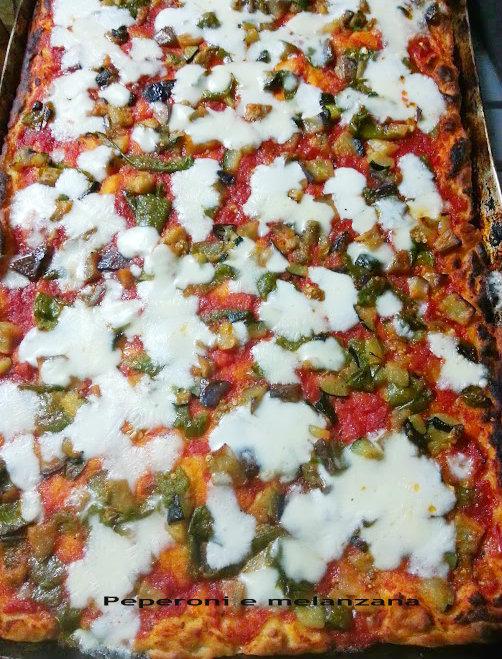 pizza forno a legna peperoni e melanzana
