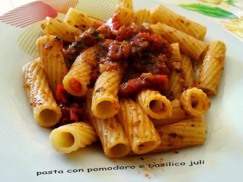 Pasta basilico pomodoro con rigatoni
