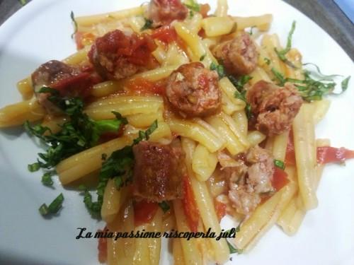 pasta con salsiccia e pomodorini