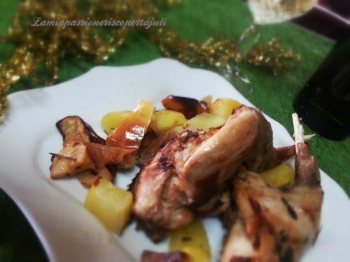 Coniglio al forno con mele e patate