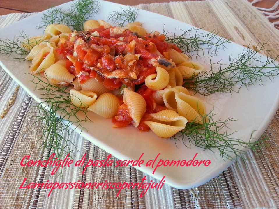 conchiglie di pasta sarde al pomodoro