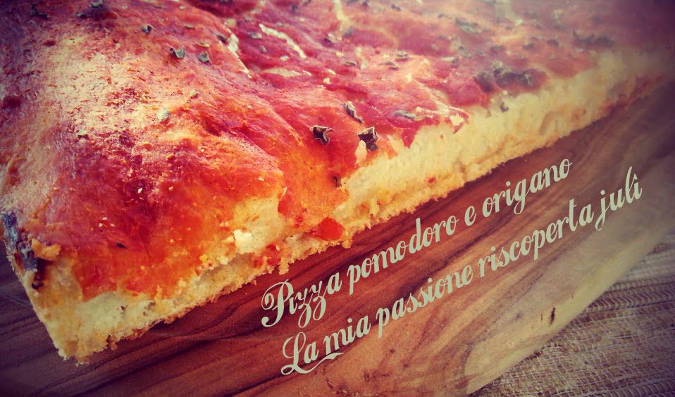 pizza con pomodoro e origano