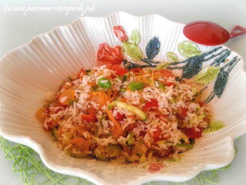 Insalata di riso con verdure crude
