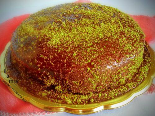 Torta al pistacchio e salsa di cioccolato