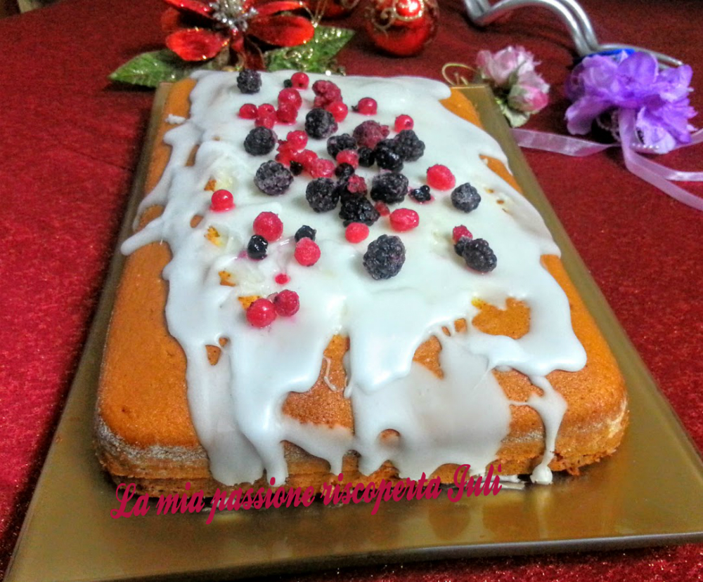 torta nua con crema di limone e glassa bianca