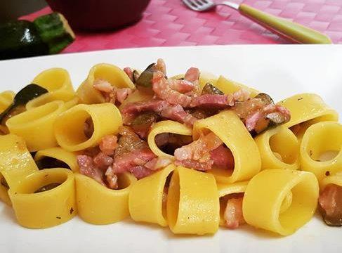 Pasta con zucchina e pancetta
