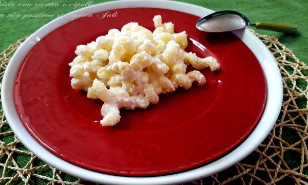 Pasta con ricotta e cipolla