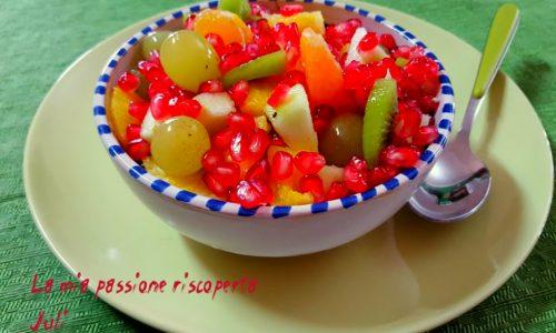 Frutta fresca con melograno e maraschino