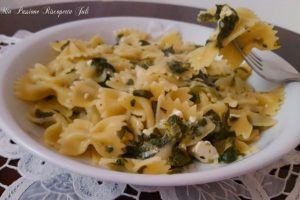 Farfalle con spinaci e formaggi