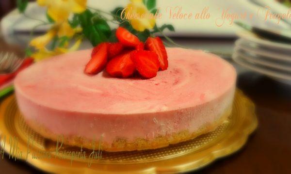 Cheesecake veloce allo yogurt e fragole