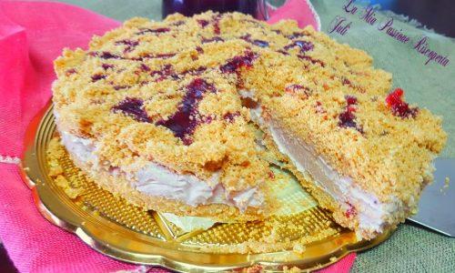 Cheesecake sbriciolata con marmellata di prugne rosse