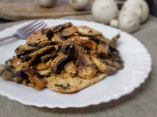 Fettina di pollo con funghi al limone