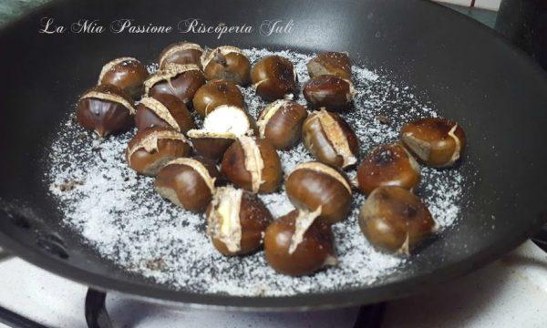 Castagne cotte in padella con sale