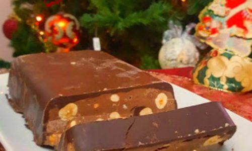 Torrone al cioccolato e nocciole fatto in casa