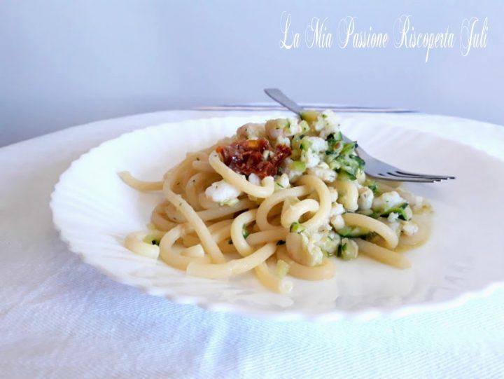 spaghettoni con zucchina e pomodoro secco